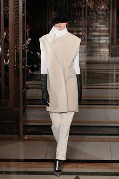 Lug Von Siga - Turkey's Leading Fashion Designer's Brand Based in Istanbul Office Fashion Women, London, Fashion Show, Fashion Design, Work Wear, Nice Dresses, What To Wear, Branding Design, Vogue