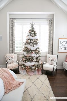 Master Bedroom Christmas Decor (Sunny Side Up) Christmas Bedroom, Farmhouse Christmas Decor, Cozy Christmas, Simple Christmas, Natural Christmas, Christmas Crafts, Master Bedroom, Bedroom Decor, Bedroom Simple
