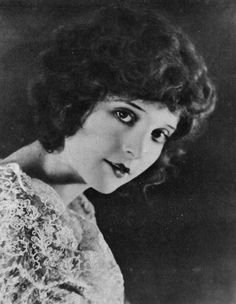 Madge Bellamy by E. Hesser c. Golden Age Of Hollywood, Old Hollywood, Mary Pickford, Getting Drunk, Silent Film, Vintage Love, The Borrowers, Beautiful People, Mona Lisa