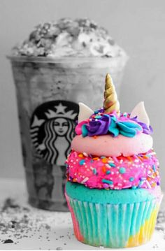 It's a Starbucks Coffee with a cupcake | Beautiful Cases For Girls