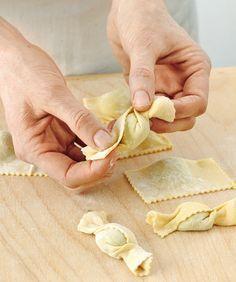 Ravioli a caramella Ravioli, Pasta Art, Pasta Casera, Pasta Shapes, Flatbread Pizza, Fresh Pasta, Italian Pasta, Homemade Pasta, Mo S