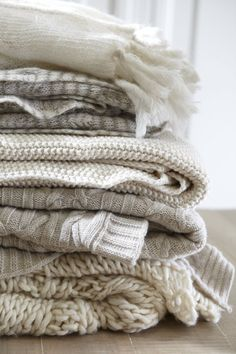 We've pulled together the complete beginners guide to the Danish art of Hygge. What is Hygge, how to Hygge and everything in between. Casa Hygge, Hygge Life, Chunky Knit Throw, Chunky Blanket, Cozy Knit, Textiles, Knitted Throws, Cozy Blankets, Winter Blankets