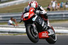 Der Österreicher Martin Bauer vom Remus Racing Team powered by S Motorsport ist in der MotoGP-Welt angekommen. Sein Einstand sorgte für Aufsehen. Im freien Training zum bwin Grand Prix der Tschechischen Republik am heutigen Freitag bezwang er bereits die ersten CRT-Kollegen.
