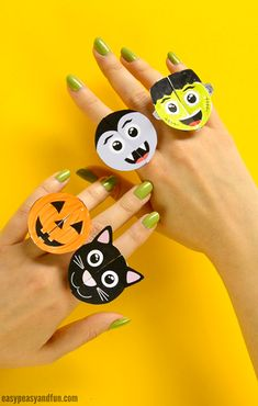 Halloween Monsters Paper Rings - Easy Peasy and Fun Classroom Halloween Party, Halloween Activities For Kids, Crafts For Kids To Make, Haloween Party, Kids Crafts, Cute Halloween Costumes, Scary Halloween, Halloween 2016, Halloween Town