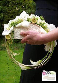 "Very Unique Green + White ""Hoop"" Wedding Bouquet Bouquet Bride, Bridesmaid Bouquet, Wedding Bouquets, Arte Floral, Deco Floral, Ikebana, Bouquet Images, Alternative Bouquet, Flower Bag"