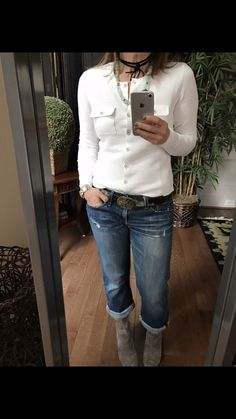 A spring favorite of mine ,the #fencing cardigan,everyone needs a great white sweater or two in their wardrobe and this one is fab   Instagram:janismurphy59 https://janismurphy.cabionline.com/collection
