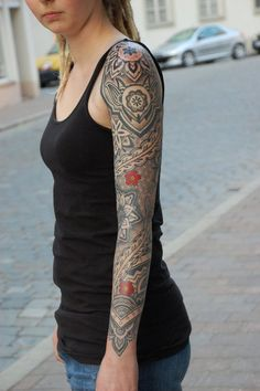 Gerhard Wiesbeck (Landshut, Germany). Check out the dotted details and shades! I want this sleeve!