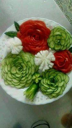 Ideas Fruit And Vegetables Platter Veggie Tray For 2019 Vegetable Crafts, Fruit And Vegetable Carving, Veggie Tray, Food Design, Creative Food Art, Food Carving, Fruit Decorations, Food Garnishes, Garnishing Ideas