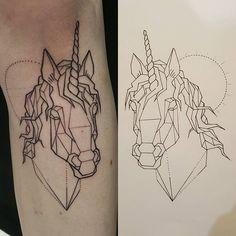 ... #tatouage #tattoo #blacktattoo #geometrictattoo #licorne #unicorn #unicorntattoo #knee #tattoobelowknee #tatouagesouslegenou #dotworktattoo #normandie #caen #vanitystreet