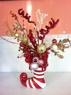 Love this for the KIDS table Christmas Centerpiece Christmas Floral Arrangements, Christmas Centerpieces, Xmas Decorations, All Things Christmas, Christmas Holidays, Christmas Wreaths, Christmas Ornaments, Christmas Projects, Holiday Crafts