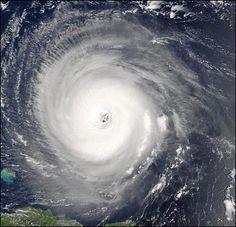 Wie ein Tropensturm entsteht - Vom Gewitter zum Wirbelsturm