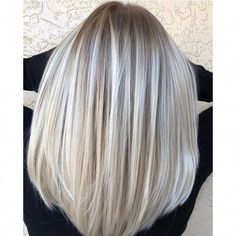 Your naturally blonde client wants a change, but nothing too drastic. Enter this multi-tonal blonde blend from Carra O'Sullivan ( a Florida-based balayage specialist. She har… Honey Blonde Hair, Platinum Blonde Hair, Natural Blonde Balayage, Platinum Grey, Blonde Color, Hair Color, Dark Blonde, Blonde Hair Inspiration, Mi Long
