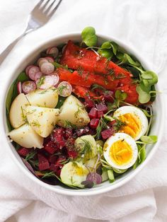 Nordic Salad with Smoked Salmon and Lemon-Dill Dressing – Honest Cooking