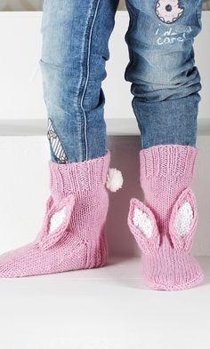 Pupusukat | Meillä kotona Bunny Crafts, Slipper Socks, Crochet Slippers, Chrochet, Diy Crochet, Knitting Socks, Leg Warmers, Knitting Patterns, Knitting Ideas