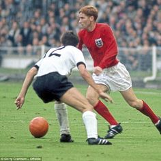 England 4 West Germany 2 in 1966 at Wembley. Alan Ball takes on Wolfgang Overath in the World Cup Final. Retro Football, Vintage Football, Football Soccer, 1966 World Cup Final, Jamie Redknapp, England Shirt, England International, World Cup Match, Sport