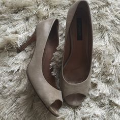 Beautiful Ann Taylor cream heel size 8M Beautiful Ann Taylor cream heel size 8M. Super comfortable pumps. Used condition. Ann Taylor Shoes Heels