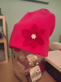 Ihana pinkki lakki punaisella kukalla