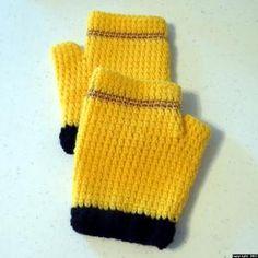fingerless gloves on crochetville, paid pattern
