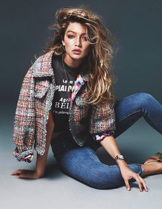 New sexy photos of Gigi Hadid for Vogue Netherlands (November Looking good, but just one topless covered photo. Gigi Hadid is an American fashion model Look Fashion, Trendy Fashion, High Fashion, Vogue Fashion, Fashion Clothes, Style Gigi Hadid, Chanel Jacket, Mode Boho, Mode Editorials