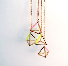 Items similar to Triangle géométrique pyramide boucles d'oreilles rose et or duster, dangle earrings on Etsy