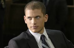 """Prison Break"" star Wentworth Miller comes out as gay after being invited to a film festival in Russia, the television superstar decided to publicly announce his sexual orientation. Very brave and kudos for sticking up for what he believes in! Michael Scofield, Wentworth Miller Prison Break, Divas, Leonard Snart, Dominic Purcell, Tres Belle Photo, Cw Series, Hey Good Lookin, Samheughan"