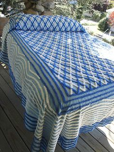 BLUE / WHITE GEOMETRIC VINTAGE CHENILLE BEDSPREAD
