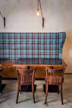 I like the height and drama of this settee..however different styling and colours for sure - Burger Kitchen — Warsaw