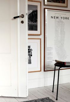 Love the gallery wall with black and white photos, etc. in wood frames - and love the doorknob!  (From dust jacket attic blogspot: Natural Style)