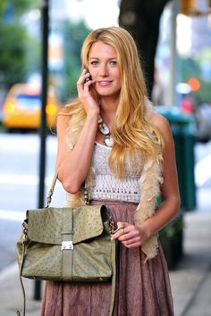 It's been awhile since we last saw Serena van der Woodsen Blake Lively in all her Gossip Girl glory, but we miss her designer-meets-bohemian-meets-preppy style Gossip Girls, Mode Gossip Girl, Estilo Gossip Girl, Gossip Girl Outfits, Gossip Girl Fashion, Blake Lively Outfits, Blake Lively Gossip Girl, Gossip Girl Serena, Blake Lively Family