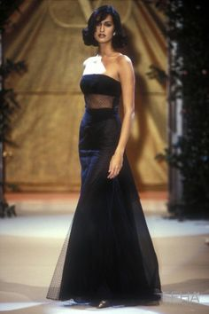 Look Fashion, 90s Fashion, Runway Fashion, Fashion Show, Vintage Fashion, Fashion Outfits, Fashion Design, High Fashion Models, High Fashion Dresses
