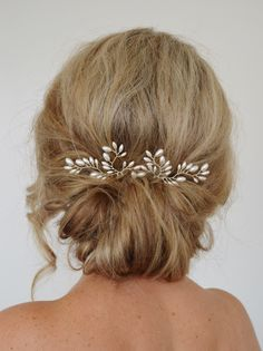 A personal favourite from my Etsy shop https://www.etsy.com/au/listing/285352549/art-deco-wedding-hair-accessories-fern