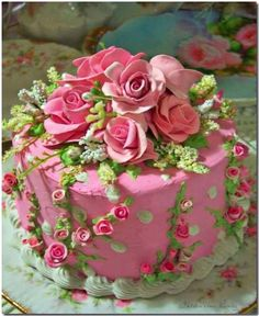 Gorgeous Rose Cake Design - perfect for a party Gorgeous Cakes, Pretty Cakes, Cute Cakes, Amazing Cakes, Pasteles Shabby Chic, Rose Cake Design, Swirl Design, Shabby Chic Cakes, Fake Cake