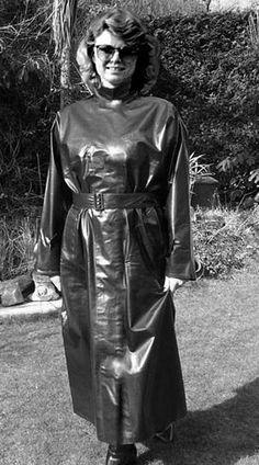 latex rubber back zipper casual play gown Black Raincoat, Pvc Raincoat, Sexy Home, Rubber Raincoats, Latex Fashion, Fetish Fashion, Women's Fashion, Raincoats For Women, Rain Wear