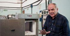http://ift.tt/2gA0hXN http://ift.tt/2fT7sfA  En el Centro de Tecnología de Recursos Minerales y Cerámica (CETMIC) de La Plata estudian diversos mecanismos para volver más sustentable la industria del cemento para la descontaminación de aguas y el aprovechamiento de residuos industriales.  El cemento es quizás el material prioritario en cualquier tipo de construcción civil moderna. Junto al hormigón se utiliza para distintos tipos de obras como autopistas rutas túneles puentes represas…