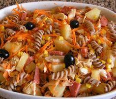 Receita de Salada de Frango Assado Nada melhor que uma receita de salada de Frango Assado para uma refeição rápida e saborosa e saudável. Veja como fazer esta receita de Salada de Frango Assado,deixe-nos a sua opinião e se gostou,partilhe com os seus amigos, nós agradecemos! <!--mor...