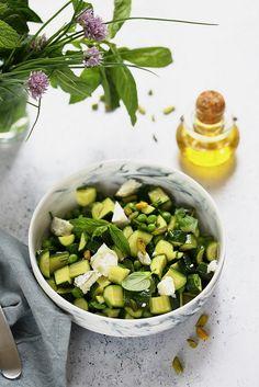 Salade de courgettes aux herbes et au chevre. Rapide, facile et légère.
