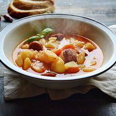 Sausage and Potato Goulash (in Romanian)