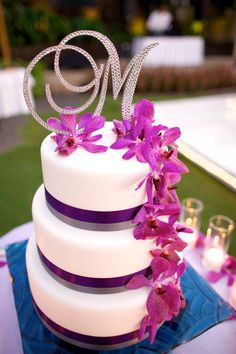 A new take on cake toppers with this flowing M- we love it! Photo credit to @Anna Totten Kim