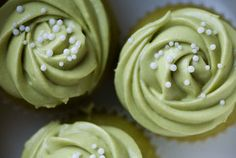 Mini matcha (green tea) cupcakes with green tea buttercream frosting. I need to find this recipe. Frosting Recipes, Cupcake Recipes, Dessert Recipes, Buttercream Frosting, Cupcake Ideas, Strawberry Buttercream, Drink Recipes, Icing, Köstliche Desserts