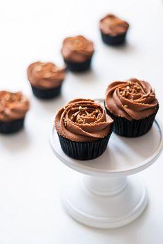 Lilie Bakery | #cupcake #vanille #chocolat #swirl #ganache #chocolate #vanilla #recette #recipe