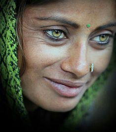 The first thing that you see in this photograph is the woman's eyes. If you look closely, you are able to see the beauty and perfection of this woman. It does not derive exclusively from the color of her eyes. All features of her face are beautiful. Beauty Around The World, People Around The World, Pretty Eyes, Cool Eyes, Stunning Eyes, Most Beautiful Eyes, Interesting Faces, Belle Photo, Green Eyes