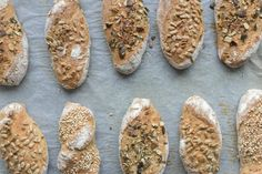 Sauerteig Grundrezept, Roggen-Topfen-Weckerl und Roggenbrot – sophieschoices Bread, Food, Pizza, Butter, Construction, Cooking, Building, Eten, Bakeries