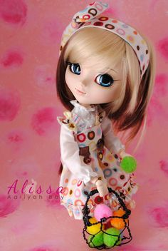 Alissa (outfit and basket by Aaliyoh Boy)