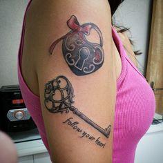Tattoo : TIO CHICO Tatuada : @giuliaamatruda #hearth  #key #lock #tattoo #laço #tattoo #inked_magazine #ink