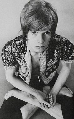 Wow, dude is like 20 in this picture.. back in the hippy era.. late 60's i'm guessing.. musically, for me, the guy's a hero..