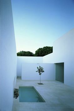 Image 8 of 12 from gallery of Gaspar House / Alberto Campo Baeza. Photograph by Alberto Campo Baeza Minimal Architecture, Amazing Architecture, Contemporary Architecture, Landscape Architecture, Interior Architecture, Landscape Design, Architecture Courtyard, Contemporary Patio, Landscape Elements