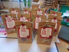 15 Minuten Weihnachten mit Stampin'up!  @Ute Lamprecht Up, Container, Gift Wrapping, Gifts, Food, Gift Wrapping Paper, Presents, Wrapping Gifts, Essen