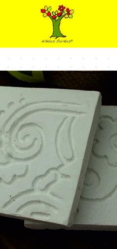 Posavasos elaborados en cemento estilo rústico, tallados a mano, medidas 8 x 8 cm, presentado en estuche de cinta de yute hecho a mano. Creación de árbolus floralus. arbolusfloralus@g..., Whatsapp 634344518