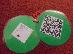 Nuhar vi börjat med årets julkalender. Barnen får vända på en bild på en julgranskula och därfinns en ledtrådsbild och en QR-kod. När de sedan skannar koden med hjälp av en app på lärplattan, kom… Teaching Resources, Calendar, Coin Purse, Coding, Drop Earrings, Kids, Preschool Ideas, Experiment, Youtube