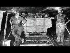 "Lee Dorsey - ""Working In The Coal Mine"" (1966)  http://www.nienesmoodlab.nu/appetite-for-light-blog.html"